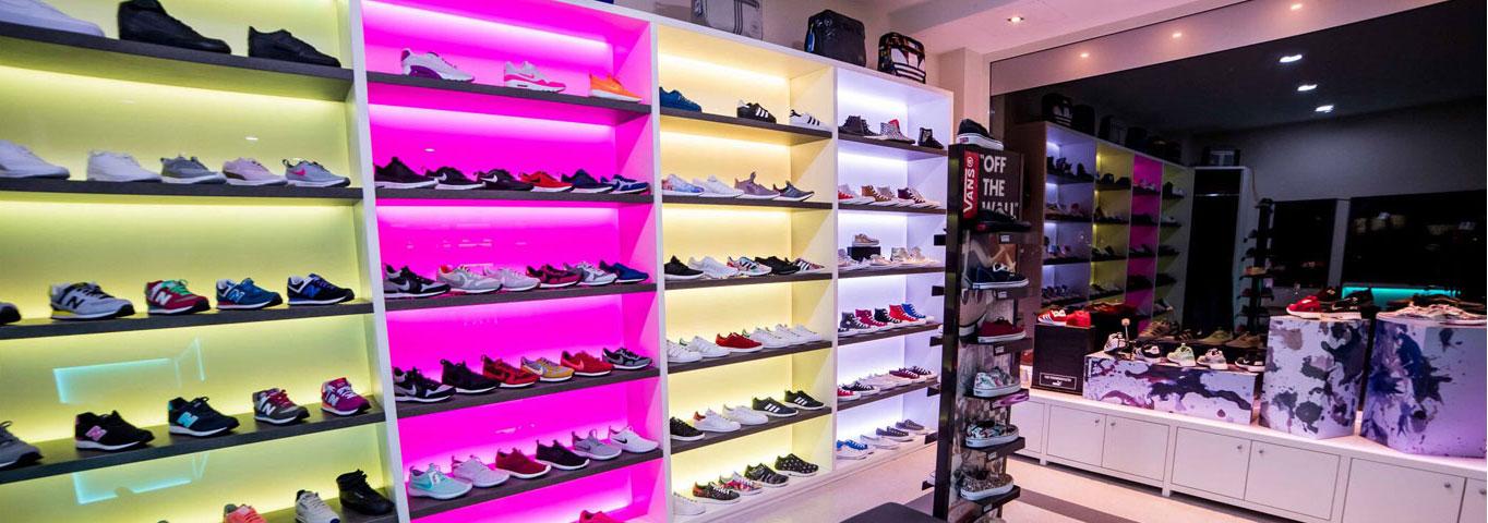 Schuhroom Innenansicht mit NB Sneaker